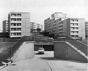 Габариты гаражей были рассчитаны исходя из советских стандартов. Сегодня автомобили значительно увеличились в размерах, что затрудняет использование гаражей. Фото из книги «Лучшие произведения советских зодчих», издательство «Стройиздат»
