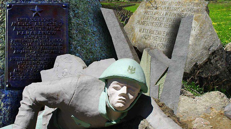 Демонтаж памятника советским защитникам в польском городе / Фото: Międzyrzecz