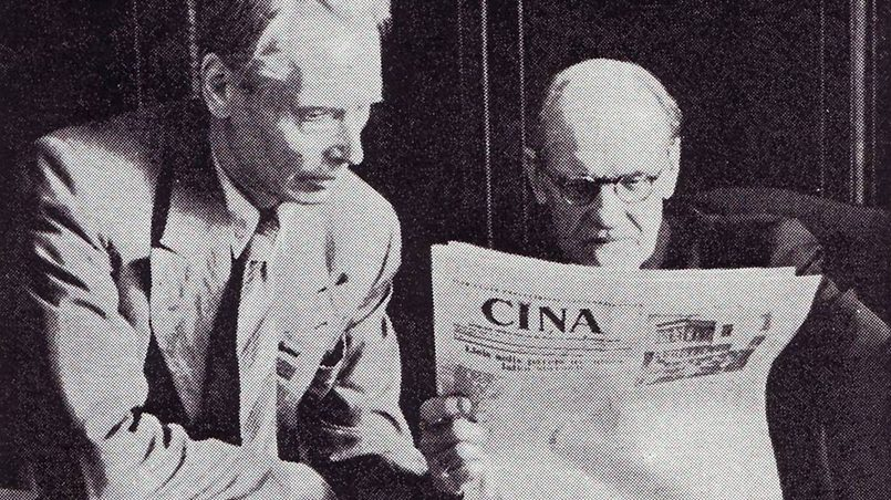Август Кирхенштейн и Андрей Упит читают газету «Борьба» / Фото: bonislv.files.wordpress.com
