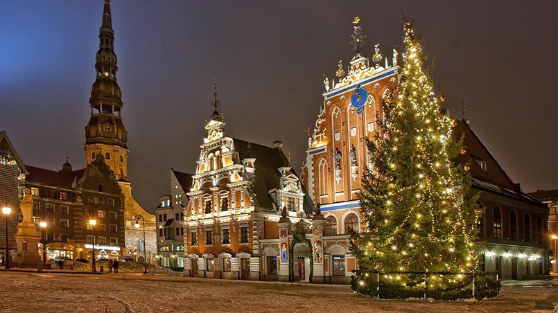 Рождественская елка на Ратушной площади Риги, перед Домом Черноголовых / Фото: kazanreporter.ru