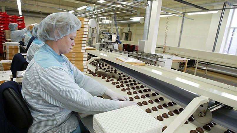 Процесс изготовления шоколадных конфет