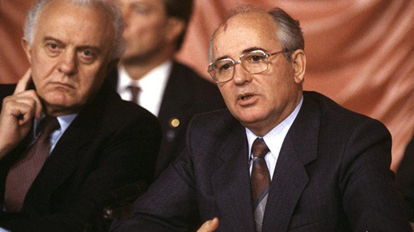 Э. Шеварднадзе и М. Горбачев / Фото: aif.ru