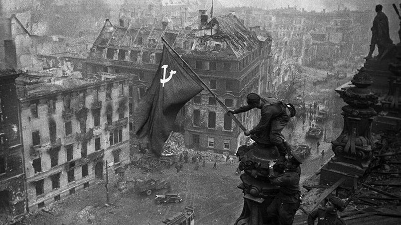 Знамя Победы над Рейхстагом / Фото: yandex.net