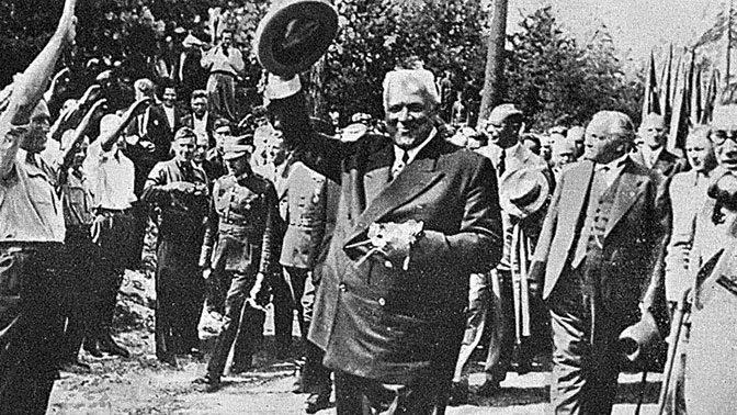 Карлис Ульманис, в годы правления которого Лайма была национализирована