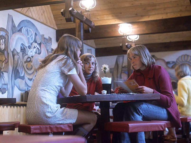 В молодежном кафе «Два петушка» в Клайпеде, 1974 год.