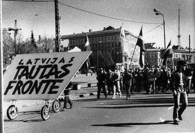 1 мая 1989 года – идет Народный фронт. Фотография из Музея оккупации Латвии, автор неизвестен / Источник: sputniknewslv.com
