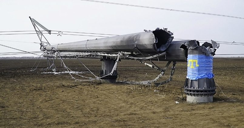 Подорванная опора ЛЭП на границе Украины и Крыма / Фото: newizv.ru