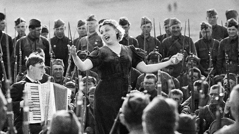Концерт в войсках во время войны / Фото: kulturaufa.ru