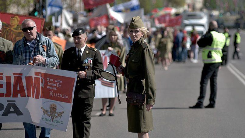 Отставной капрал латвийской армии на марше «Бессмертного полка» в Даугавпилсе / Фото: TVNET.lv
