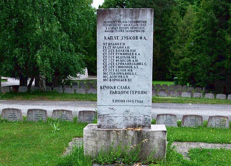 Памятник на могиле экипажа подводной лодки «М-81» в Таллине / Фото: deepstorm.ru