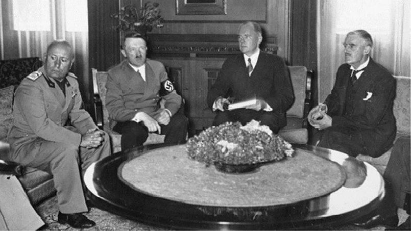 На фото слева направо: Муссолини, Гитлер, Даладье, Чемберлен /Фото: Мировые истории