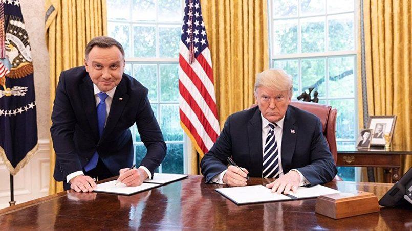 Президент Польши Анджей Дуда в сентябре 2018 года на пресс-конференции в Белом доме предложил назвать американскую военную базу на польской территории «Форт Трамп» / Фото: Известия