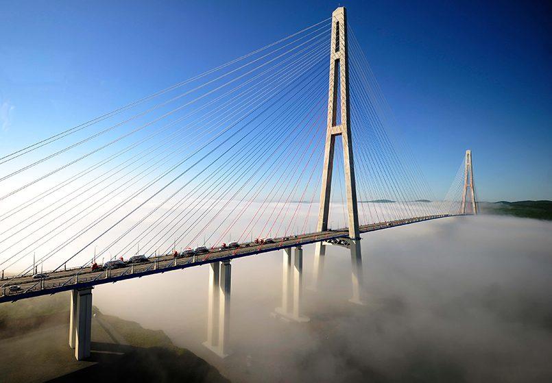 Русский мост через пролив Босфор Восточный соединяет полуостров Назимова с мысом Новосильского