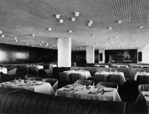Зал ресторана «Эрфурт». Фото из книги «Лучшие произведения советских зодчих», издательство «Стройиздат»