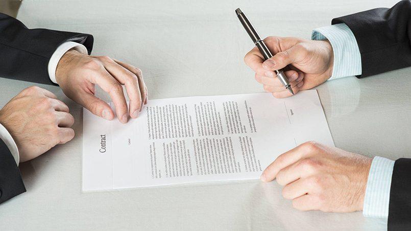 При выборе банковского вклада необходимо обращать внимание на дополнительные условия договора / Фото: dom-i-zakon.ru