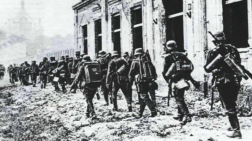 22 июня 1941 года: одно из подразделений 130 го пехотного полка вермахта входит в Брест / Фото: Battlefront.ru