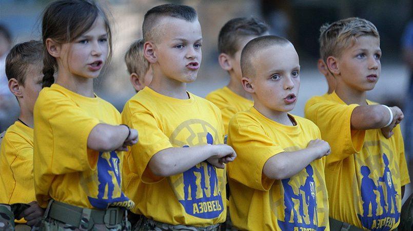 На Украине с согласия государства радикальные националисты занимаются воспитанием молодежи в военных лагерях / Фото: vlentu.ru