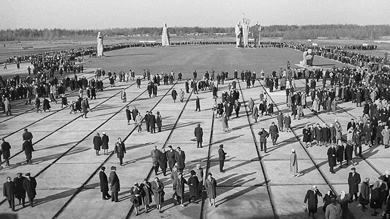 Мемориал на месте Саласпилсского лагеря смерти, куда нацистские оккупанты заключали партизан-антифашистов Латвии