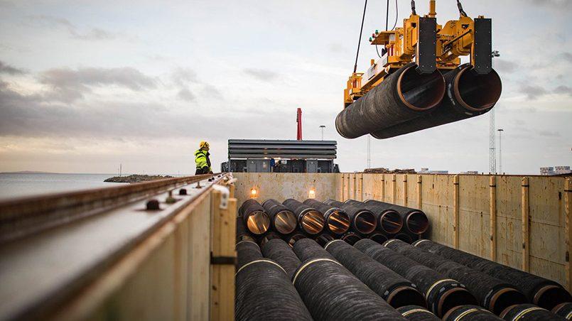 Укладка трубопровода «Северный поток — 2» в немецком порту Мукран. Фото: Axel Schmidt