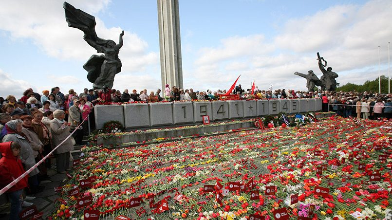 Памятник освободителям Риги, 9 мая/ Фото: antimaidan.ru