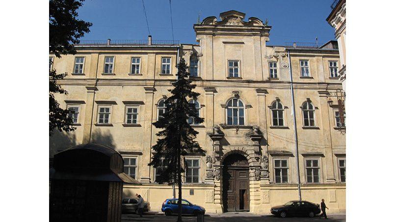 Здание бывшей иезуитской коллегии во Львове. Здесь работали опекуны Тадеуша Чацкого