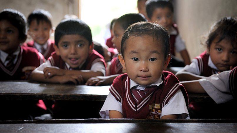 Младшие школьники в Индии / Фото: emigrant.guru