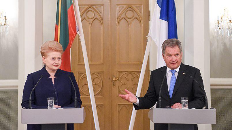 Президент Литвы Даля Грибаускайте на совместной пресс-конференции с финским коллегой Саули Ниинистё / Фото: BBC.com