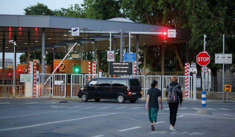 ВЭстонии достройку забора награнице сРоссией отложили надва года