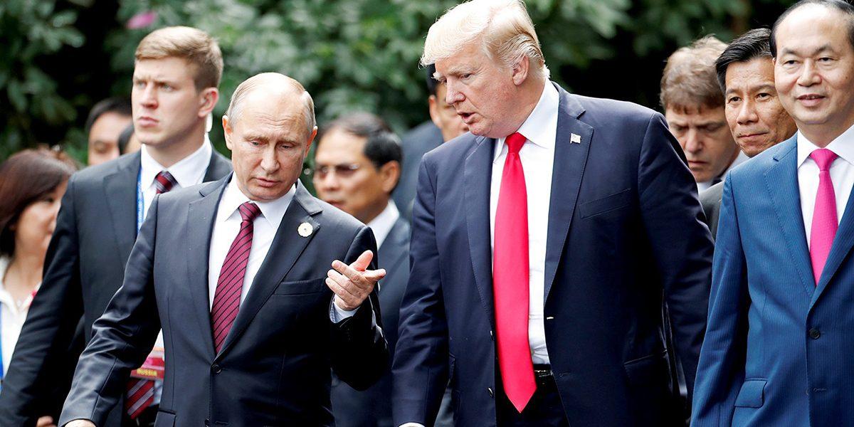 Подневольный Трамп: американскому президенту не позволили встретиться с Путиным