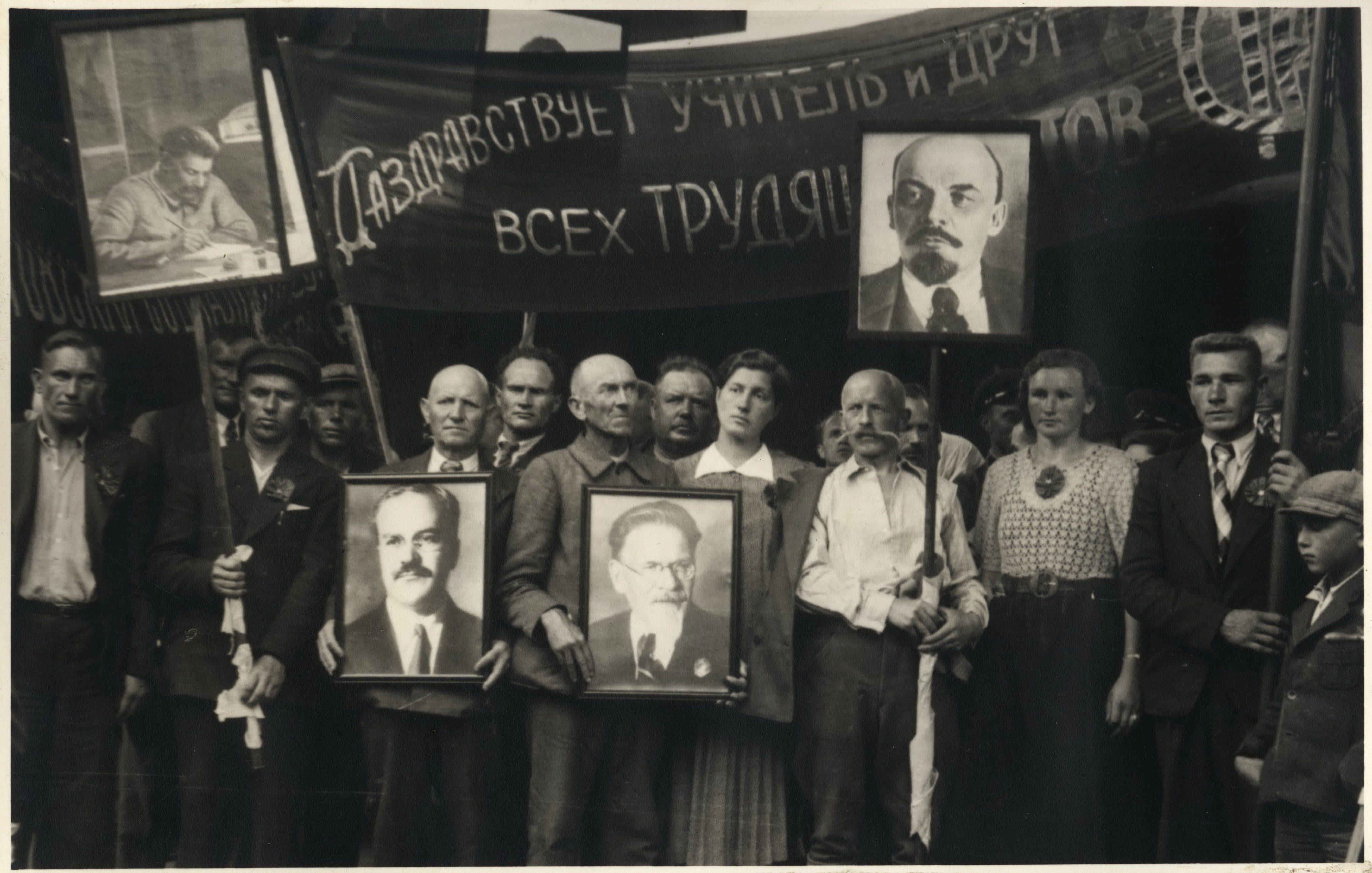 «Кровавая советская оккупация» Литвы: детям — школы, студентам — стипендии, рабочим — заводы