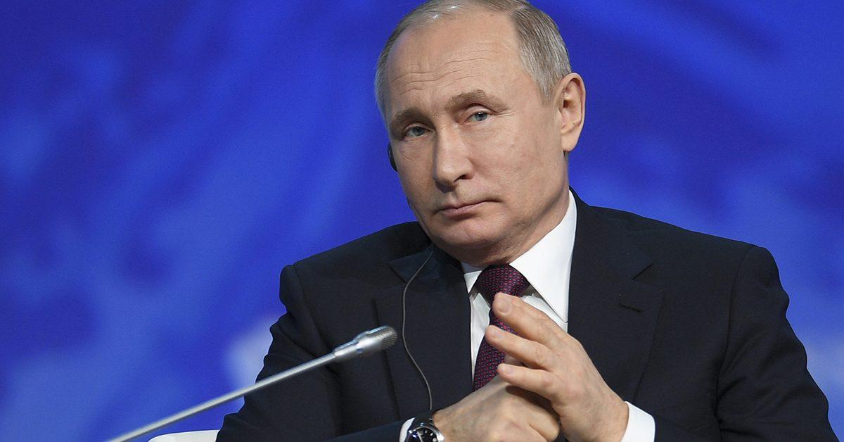Путин побеждает, надо больше сдерживать: Запад о поправках в Конституцию России