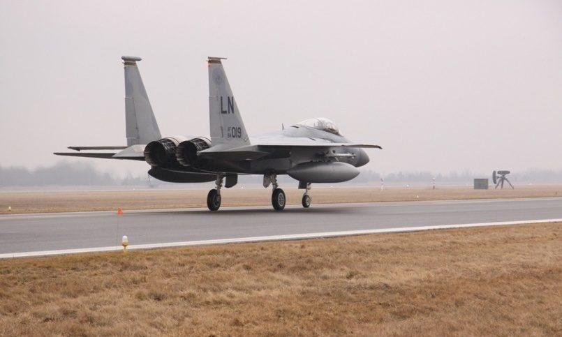 США отправили кгранице РФ семь истребителей F-15C Eagle