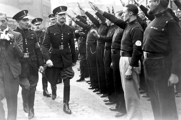Британские войска СС: «против красной угрозы из Азии»
