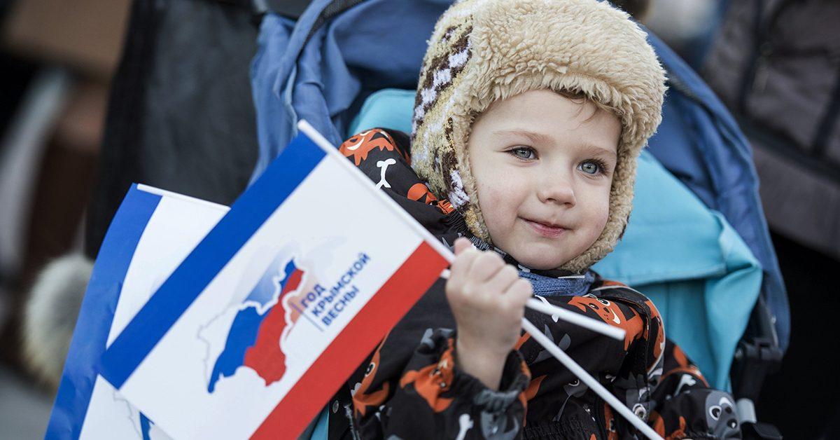 «Что дальше? Да хоть камни с неба! Мы — на Родине!»: как поменялся Крым за последние четыре года