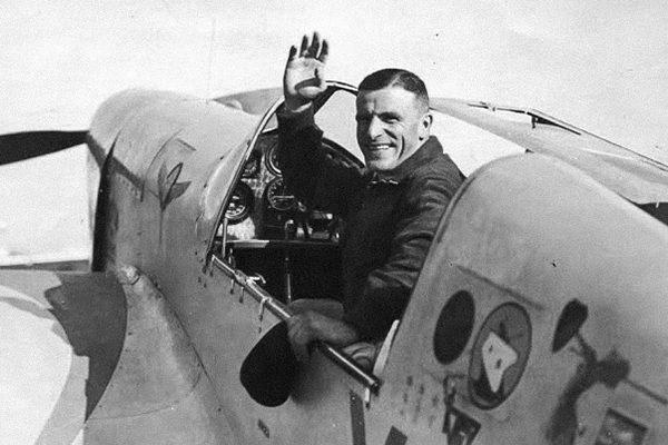 «Схватив детей за ноги, размахивался и стукал о стену»: как «геройствовал» популярный латышский летчик Цукурс