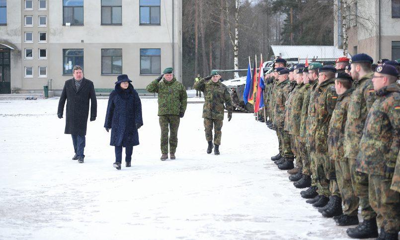 Премьер Литвы указал наприоритет— модернизация армии внастоящее время важнее совместного призыва