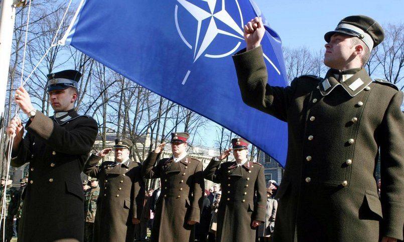 Недобор в армию Латвии объяснили гнилыми зубами кандидатов
