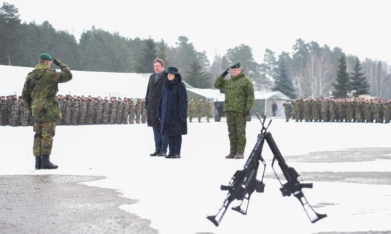Президент Литвы благодарит НАТО заприсланный батальон, однако всё равно боится