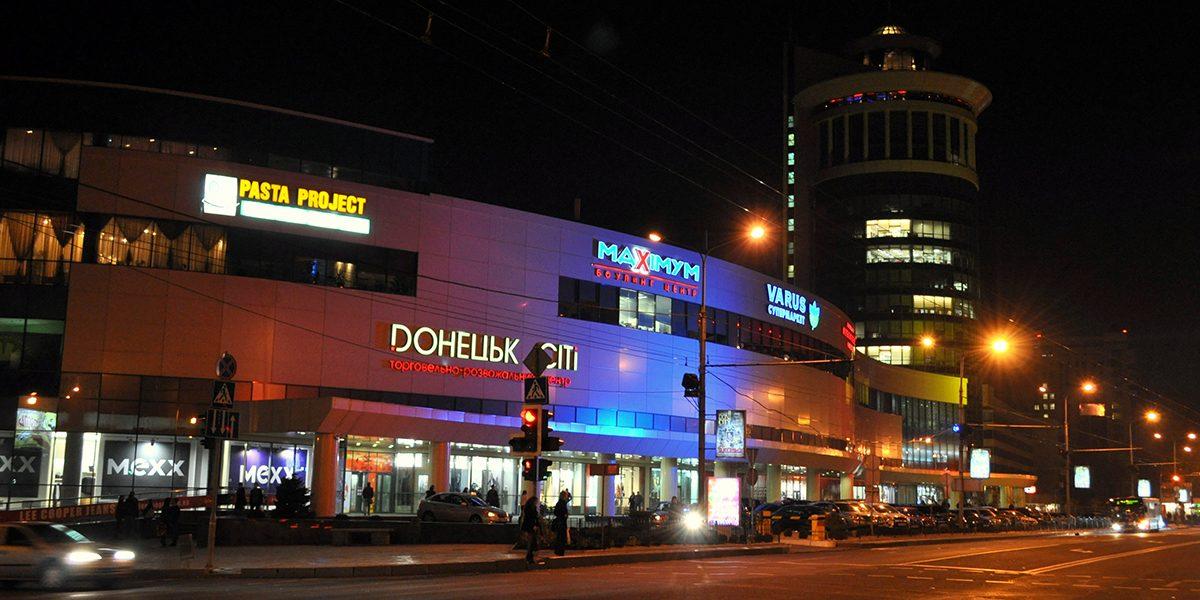 Как живет Донецк: зарплаты, рестораны, комендантский час