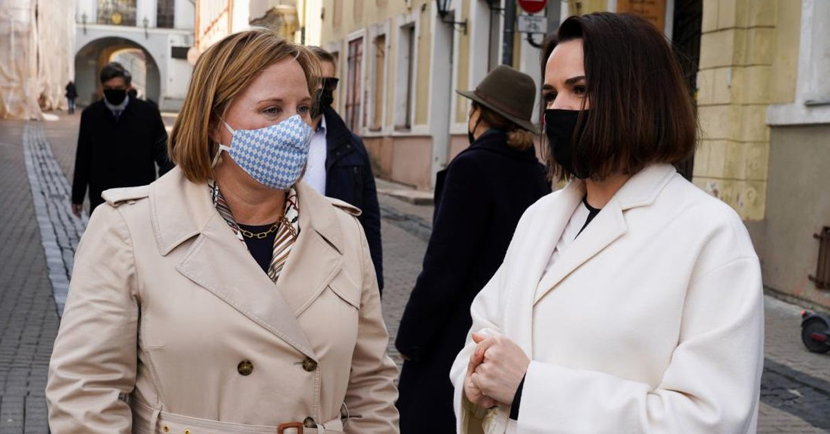 Американская послица пытается пролезть в Минск