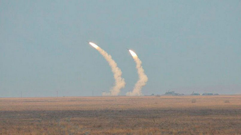 Украинские ракетные войска должны быть готовы вернуться вДонбасс— Порошенко