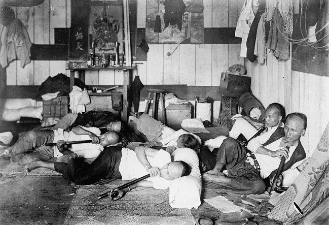 Миллионы опиумокурильщиков, заброшенные и вымершие деревни: зачем англичане посадили на опиум целый Китай