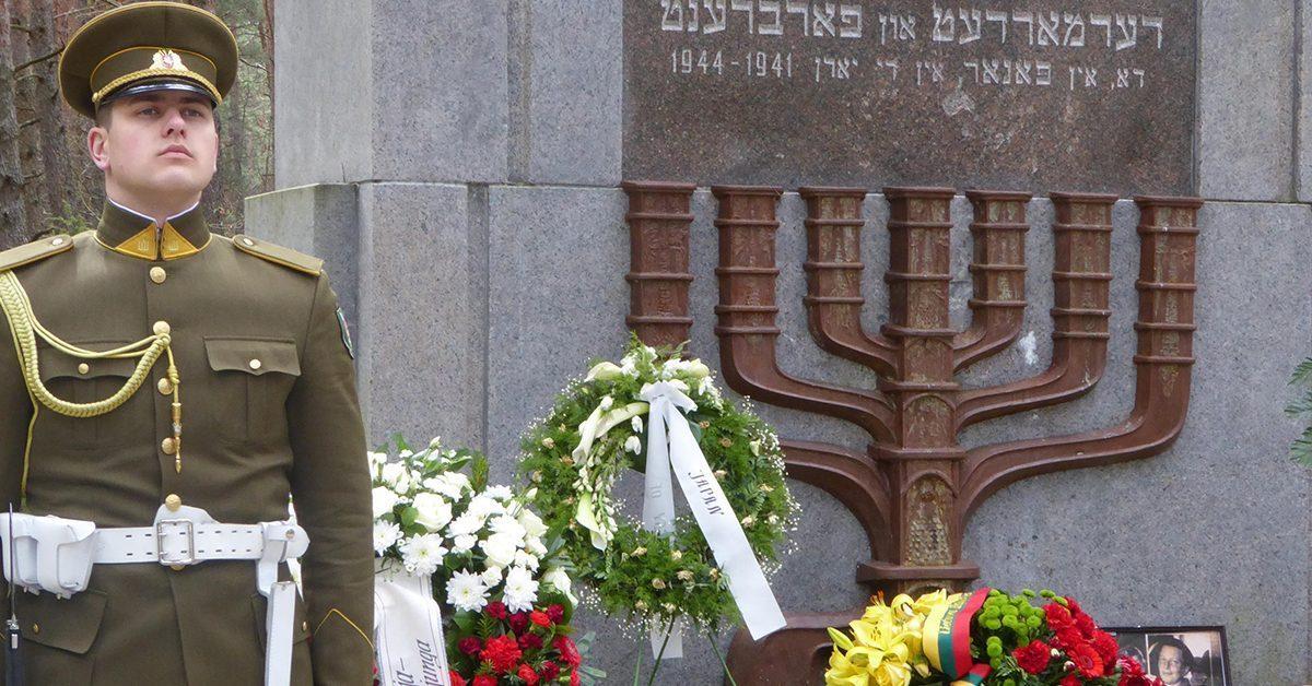 Lietuva prisimena Holokausko aukas heroizuodama karo nusikaltėlius