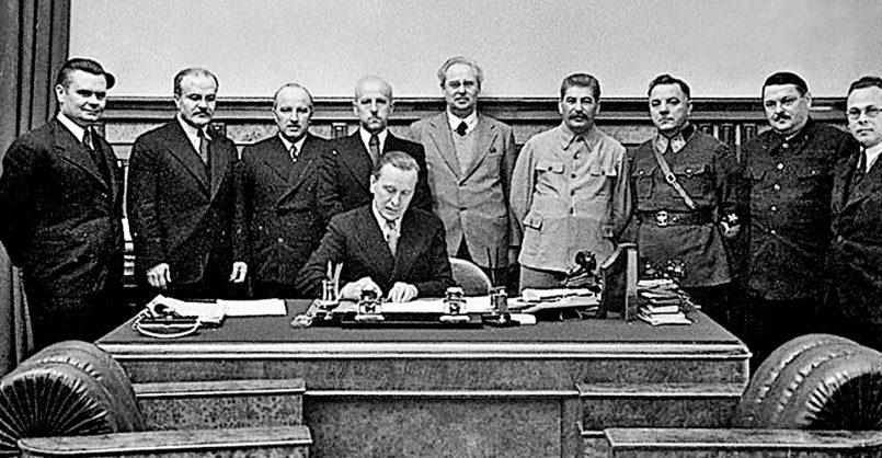 Источник изображения: Министр  иностранных дел Литвы Ю. Урбшис подписывает советско–литовской договор,  10 октября 1939 года, Москва