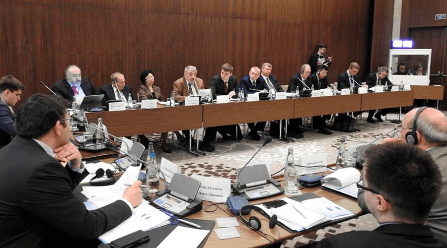 Обреченные быть с Россией: «минский диалог» о внешней политике Беларуси