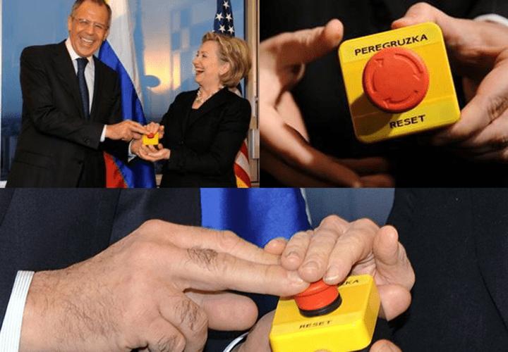 Хиллари Клинтон подарила Сергею Лаврову сувенир в виде кнопки, на которой английскими буквами написано русское слово «перегрузка»