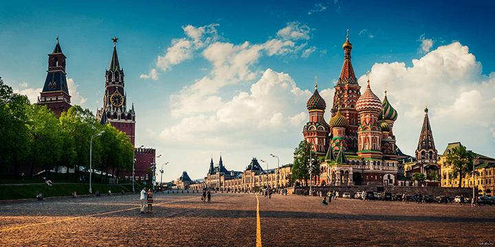 Российское руководство в Москве вибирает по отношению к Прибалтике стратегию «падающего – толкни»