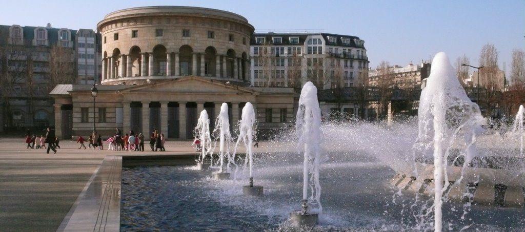 Площадь Сталинградской битвы в Париже