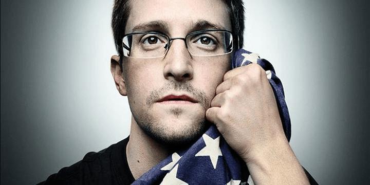 В начале июня 2013 года Сноуден передал газетам The Guardian и The Washington Post секретную информацию АНБ, касающуюся тотальной слежки американских спецслужб за информационными коммуникациями между гражданами многих государств по всему миру