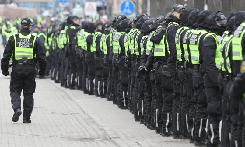 ВРиге задержаны 5  противников шествия бывших ССовцев